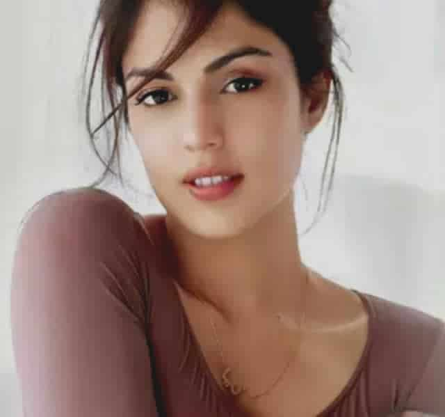 Rhea Chakraborty Biography In Hindi Wiki